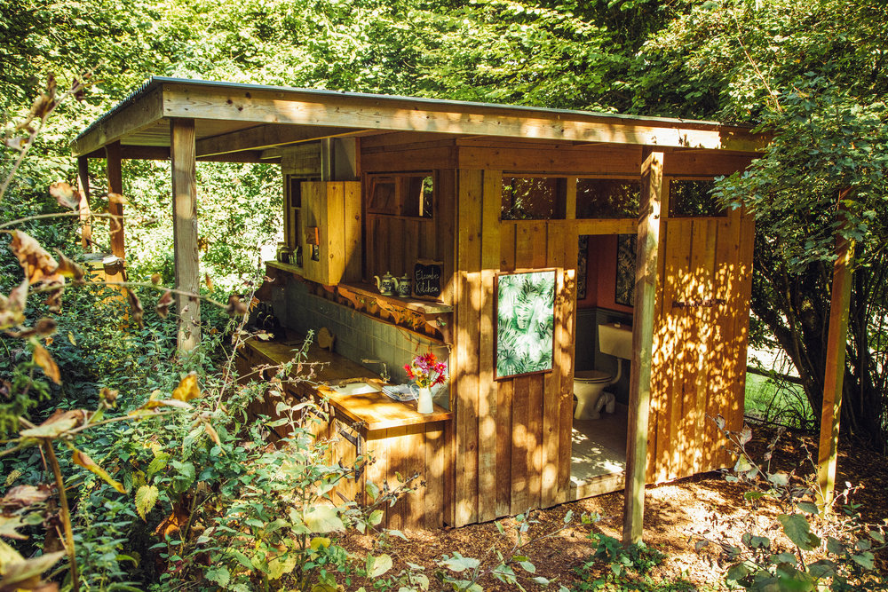 THE WOODSMAN'S WASH-UP - The perfect bathroom and wash-up area to help you keep body and camp shipshape