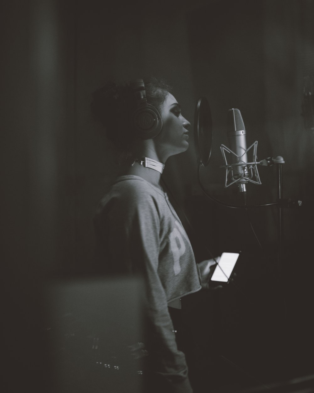 emi_sing_it_bish.jpg