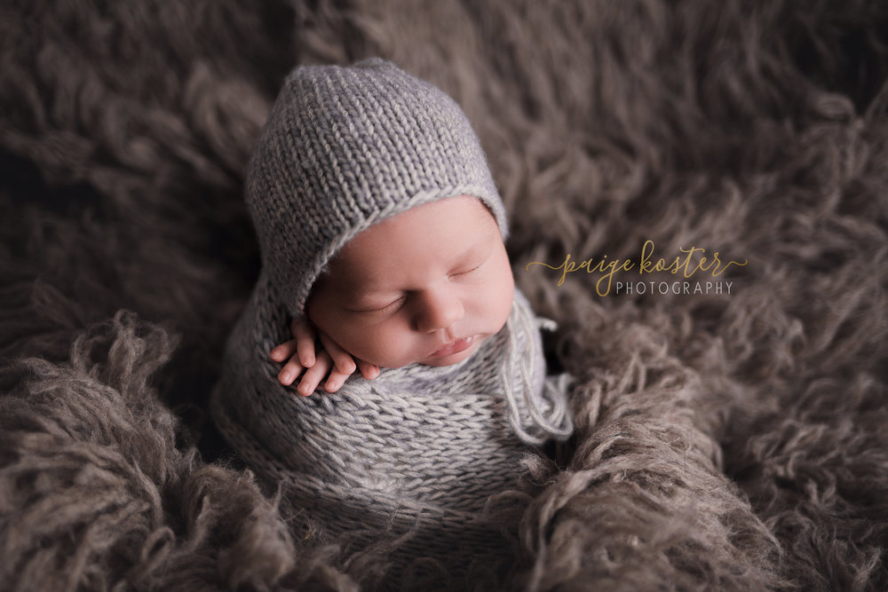 Newborn Elite Package   •3-4 Hours In-Studio •Parent & Sibling Poses •18 Digital Images, and their Black & White copy included.   Investment: $650  BONUS:  $100 Print Credit