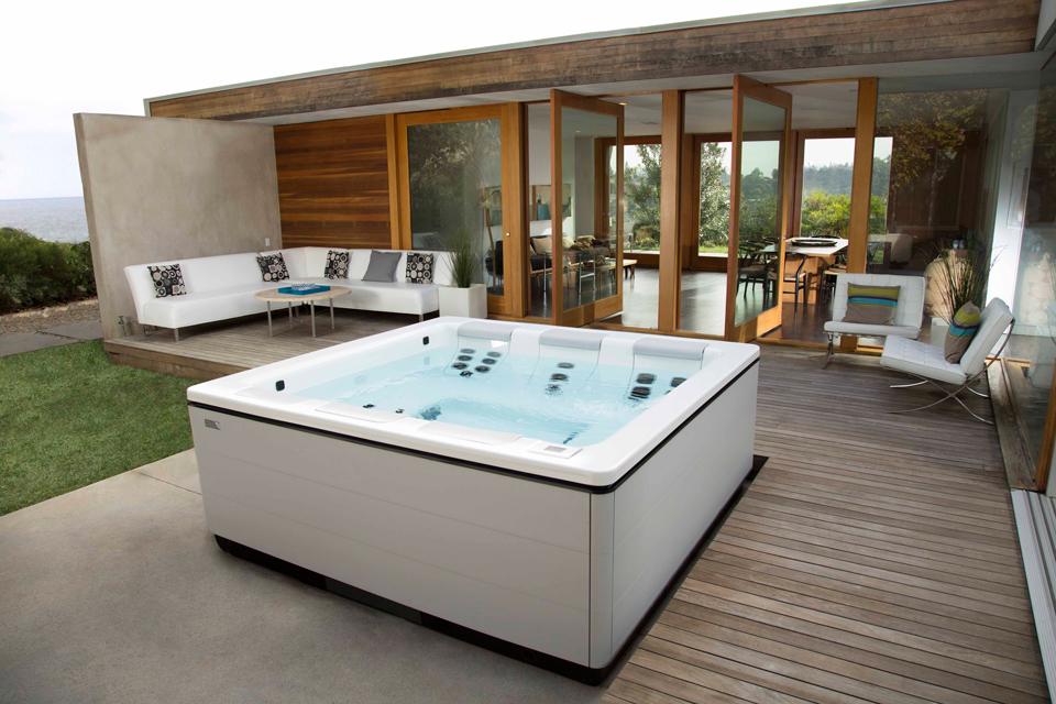 modern-home-hot-tub.jpg