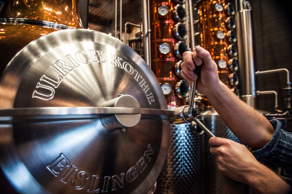Park Distillery Kothe still with Master Distillers hands