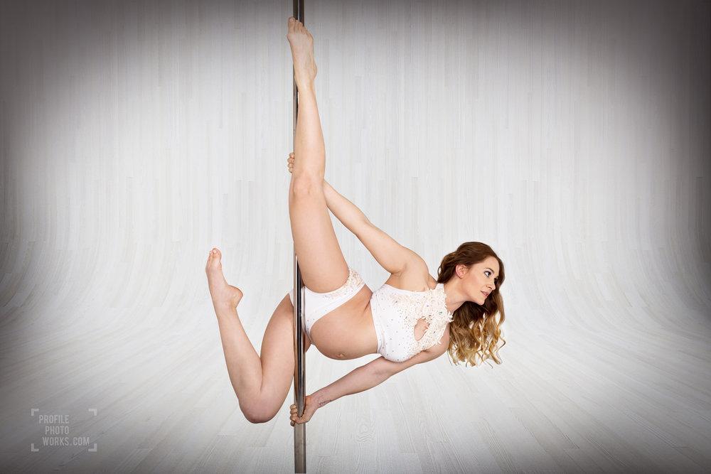 #pregnantpoledancer  #flexibility   #momlife   #poledancenation   #polefit   #polelife