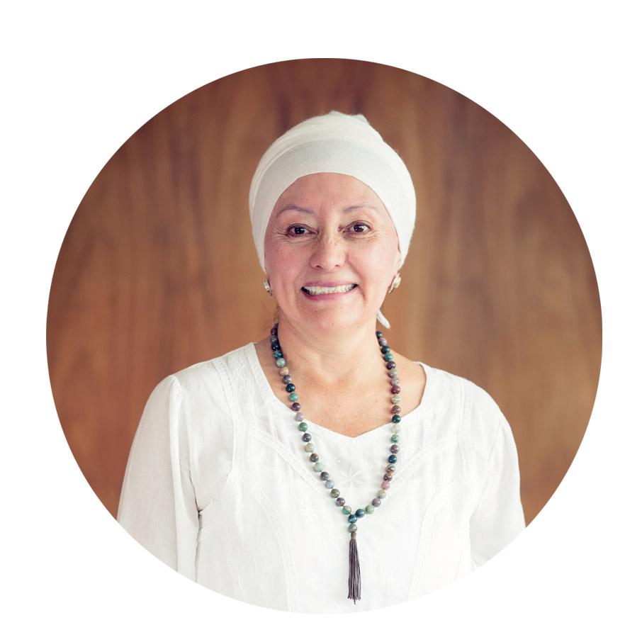 Shantbir Kaur  Instructora de Kundalini Yoga, imparte clases desde 2011. Especializada en yoga para mujeres, y yoga pre y post natal. Forma parte del equipo de profesoras de la Fundación Mujer de Luz Ecuador. Su propósito de vida, es compartir desde el servicio estas enseñanzas maravillosas a todas y todos quienes quieran realizar cambios en sus vidas.     Frase Favorita:   Kundalini Yoga, hermosa tecnología y herramienta que en cada Kriya (acción que conduce a una manifestación completa, a un deseo volverse compromiso), transforma mi vida, contactándome con sutileza y humildad con mi fortaleza, compromiso, disciplina, intuición, convirtiéndose así en mi   Propósito de Vida. - Shantbir kaur -