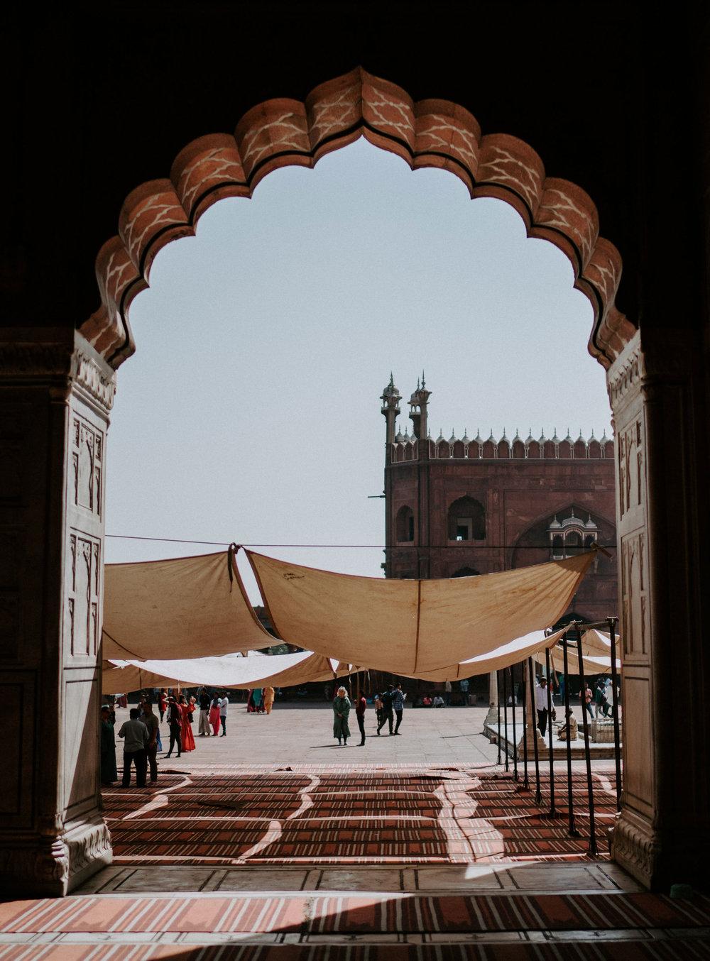 Delhi— - Capital de la India, puerta de entrada a nuestro viaje y a esta tierra de contrastes.Es una metrópoli que alberga miles de años de cultura, arquitectura y una población cosmopolita de variadas nacionalidades, que crece y se moderniza a pasos agigantados.Visitaremos monumentos, templos y mercados tanto de la antigua, así como la nueva y moderna Delhi.Más Información: Descargar Catálogo