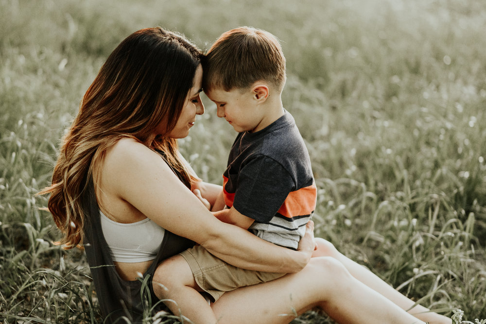Mommy and Me FamilySession on Country Land in Clinton, Louisiana by Baton Rouge photographer Magnolia and Grace Photography