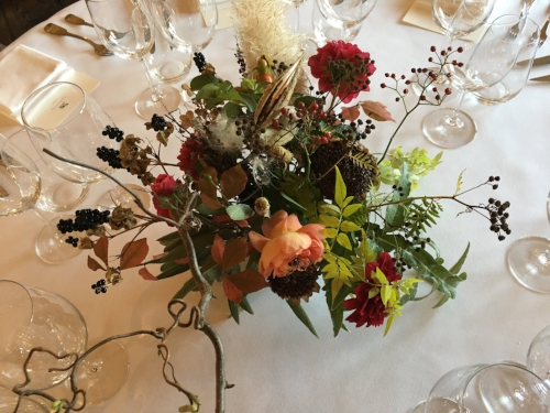 flower arrangement fall wedding