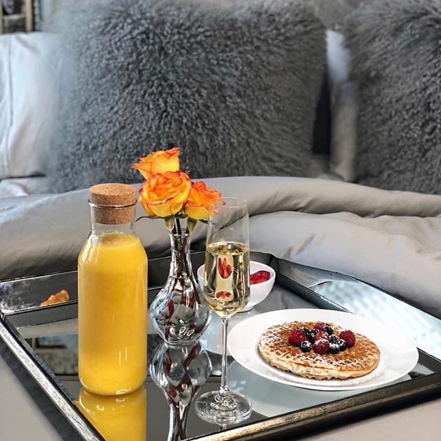 Yes, an at home brunch session, for the Saturday win! 🤗 . . . **wishful thinking since today is a busy on the go Saturday*** Enjoy your life today dolls! . . . Photo credit/Repost via boss babe 😍@monetthomas_