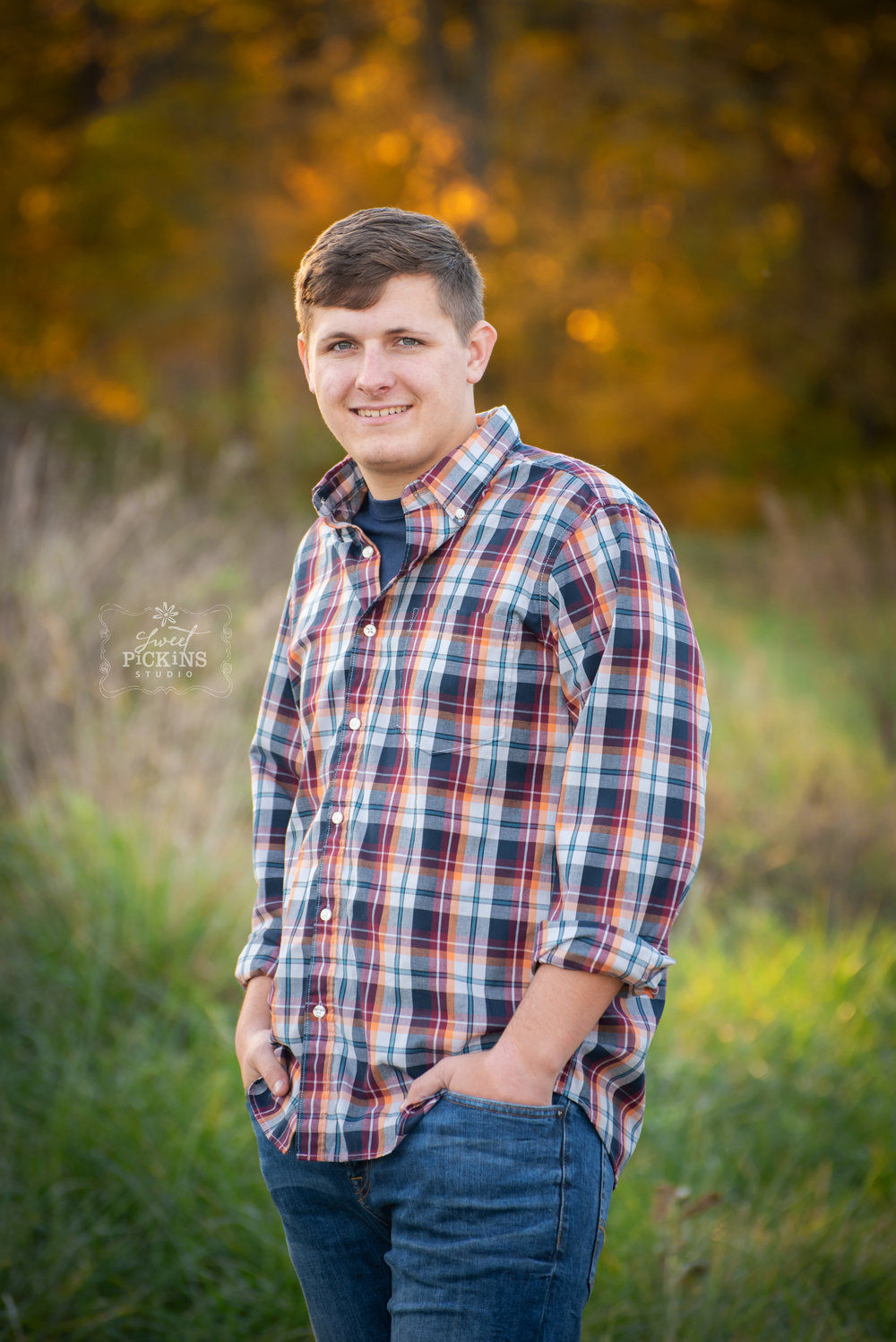 Peru, Indiana Senior Portrait Photography | Maconaquah Class of 2019 | Outdoor Fall Field