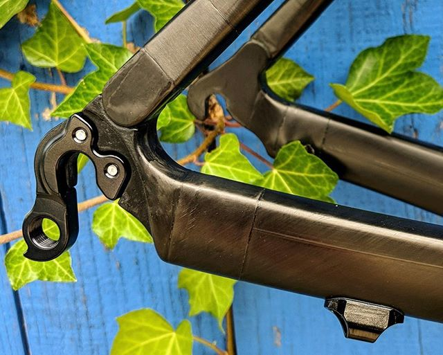 Details, dialed. #rawcarbon #customcarbon #eyewaterbicycles