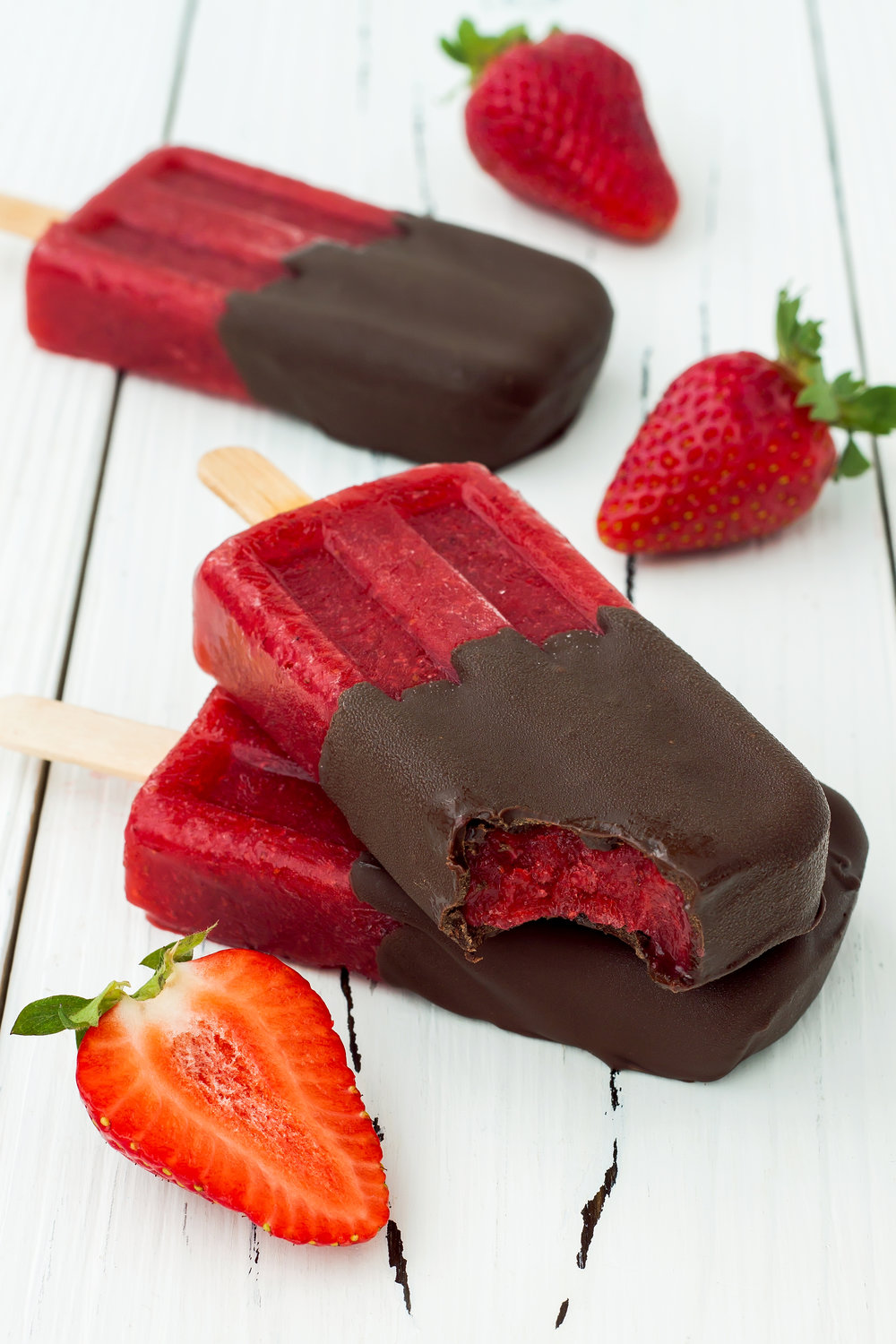 chocolate-dipped-strawberry-red-wine-popsicles-73315273.jpg