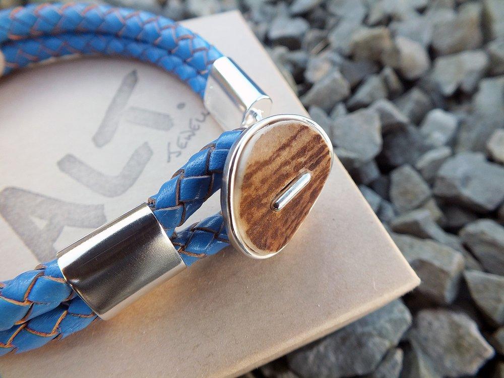 bracelet button.jpg