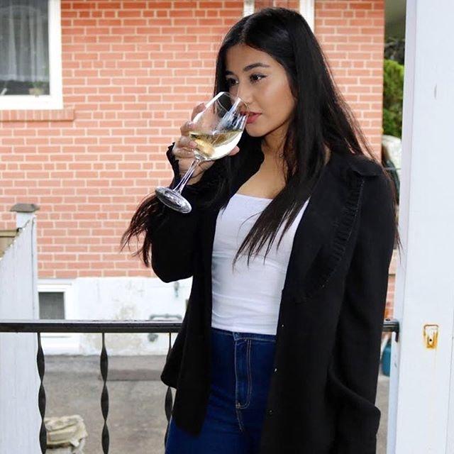 I enjoy long romantic walks down the wine aisle 🍷 . . . . . #styleblogger #lazysunday #lazysundayafternoon #toronto #toronto_insta #fentybeauty #yslbeauty #omorovicza #briogeo #zara #styleinspiration #igdaily #skincare