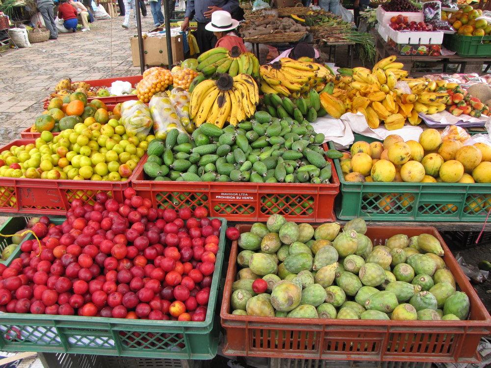 Farmer's_Market_in_Colombia.jpg