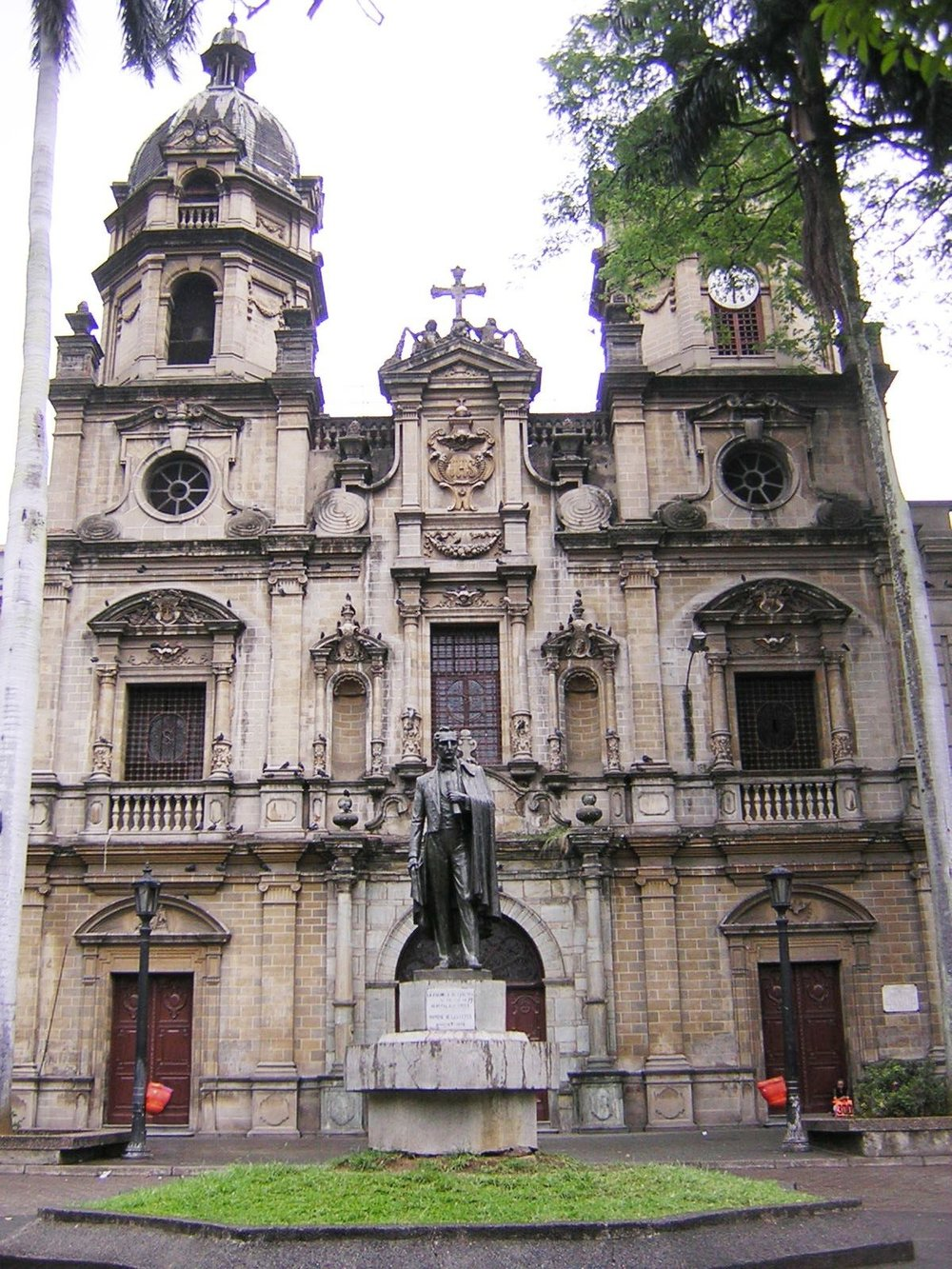 Iglesia_de_San_Ignacio-Fachada-Medellin.JPG