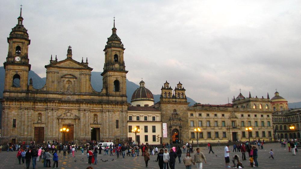 Plaza_de_Bolívar_(Bogotá,_Colombia)_1.jpg