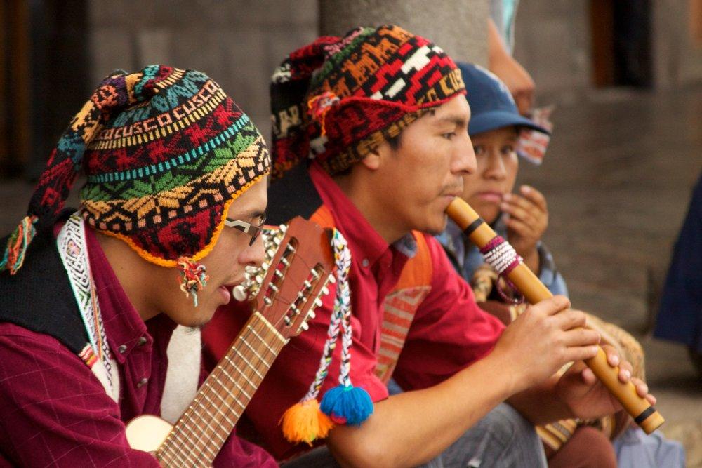 Peru_-_Cusco_080_-_traditional_Andean_dance_fiesta_(6997034572).jpg