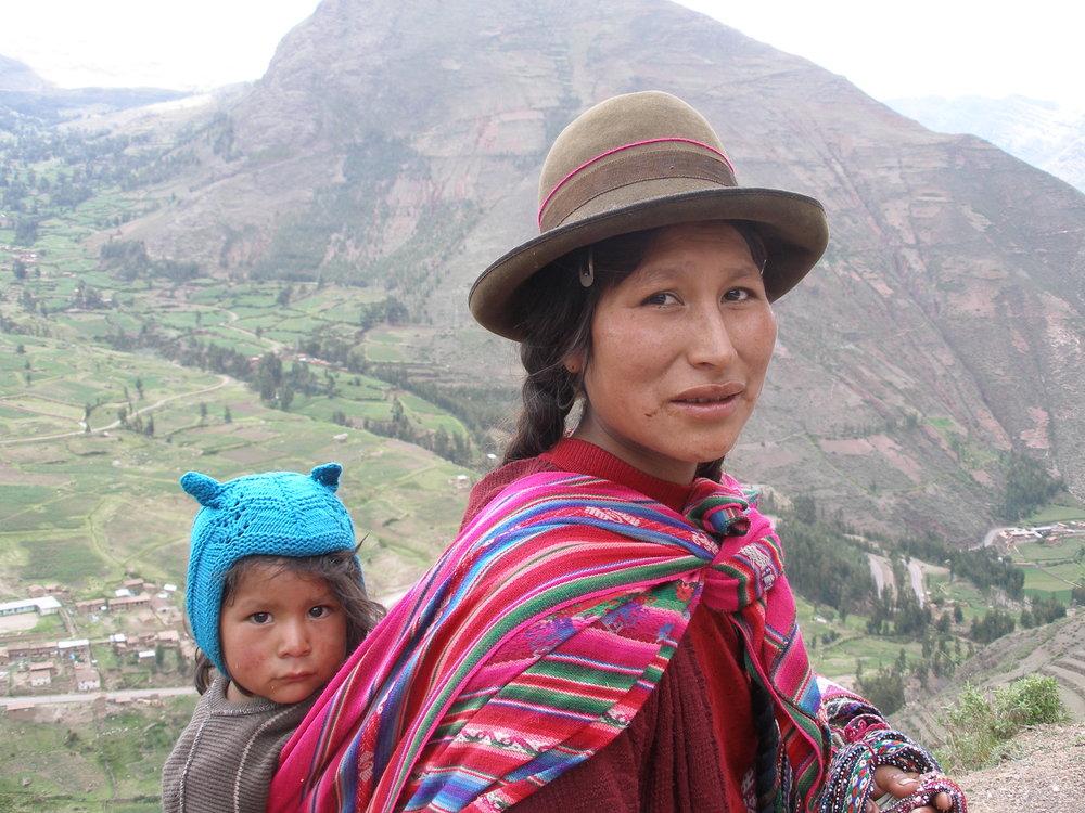 Quechuawomanandchild.jpg
