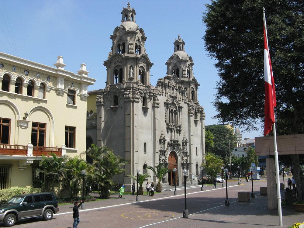 Downtown_Miraflores_-_Lima,_Peru.jpg