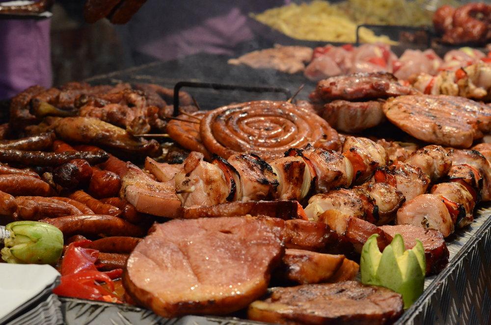 Barbecue_food_in_Romania.JPG
