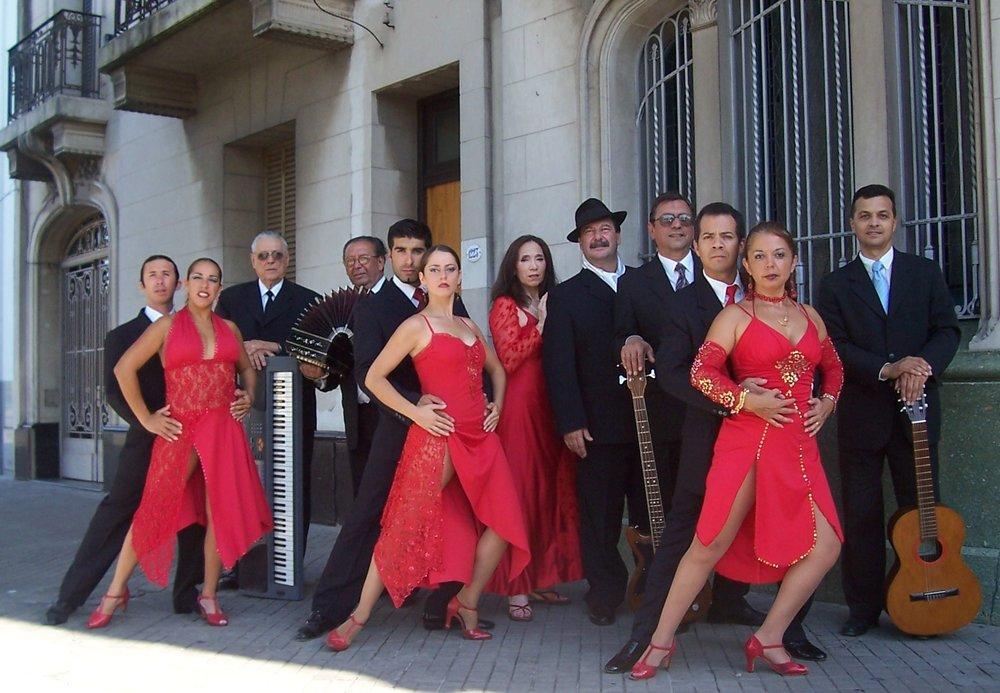 Compañía_'Argentina_Tango_Folk'_-_Gira_Grecia_2007.JPG