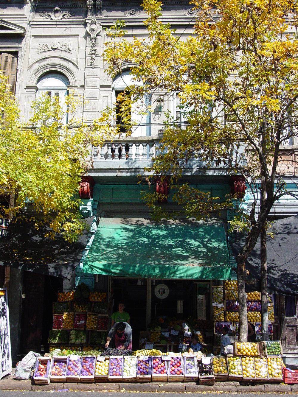 Market_in_La_Boca_-_Buenos_Aires_-_Argentina.JPG