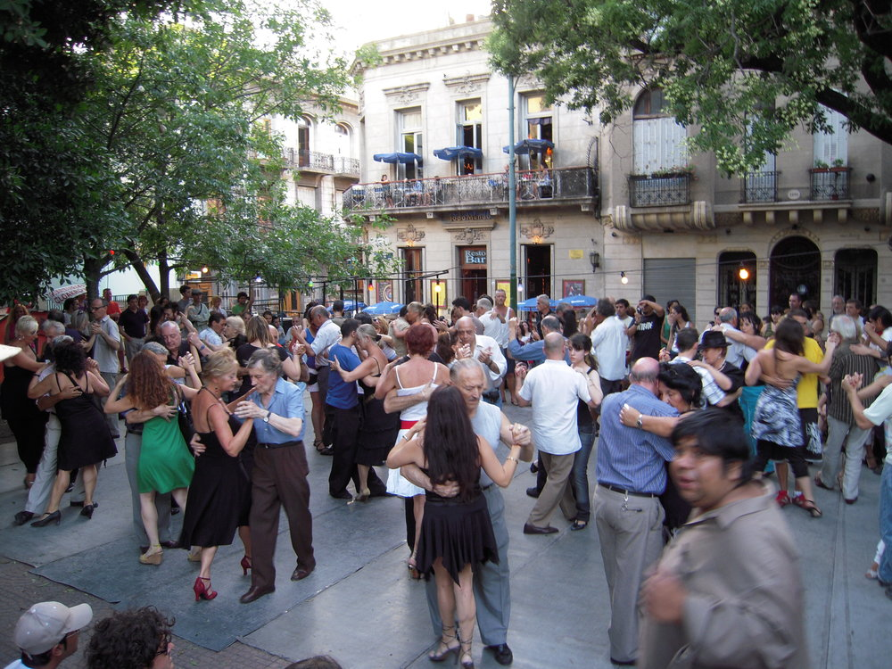 San_Telmo_Plaza_Dorrego.JPG