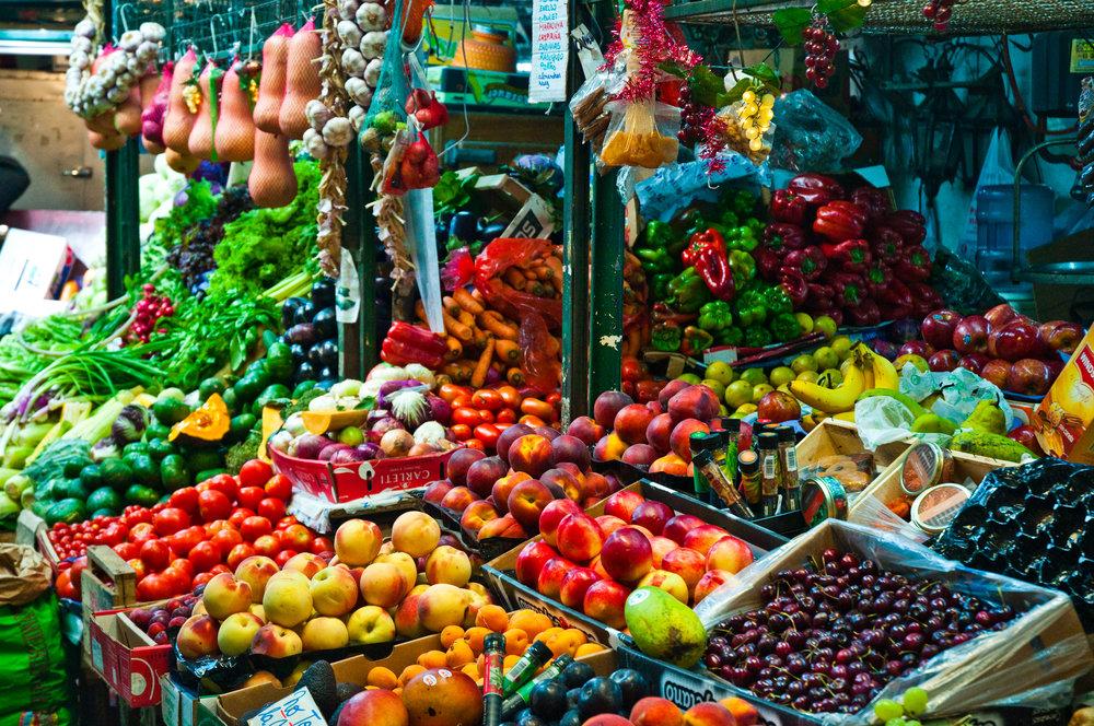 San_Telmo_Market,_Buenos_Aires,_Argentina,_14th._Jan._2011_-_Flickr_-_PhillipC_(4).jpg