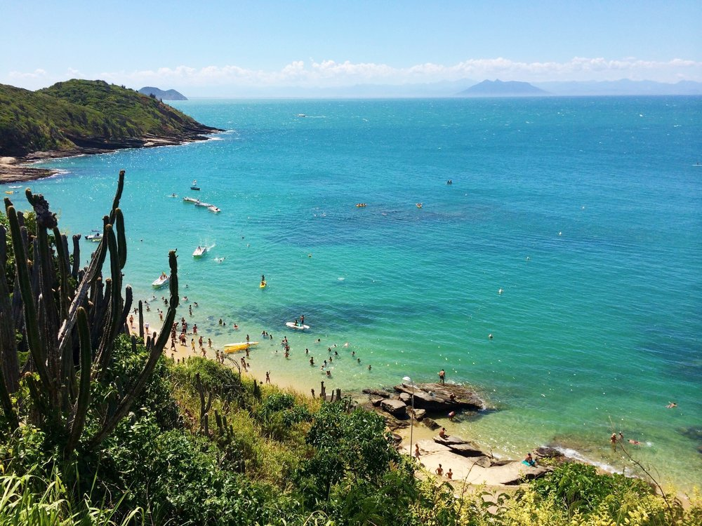 Praia_de_João_Fernandes.jpg