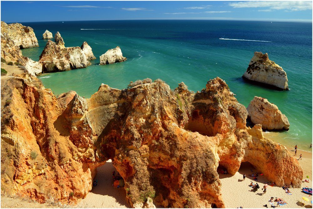 Algarve,_Portugal_2015_-_Praia_dos_Tres_Irmaos_(20767358729).jpg