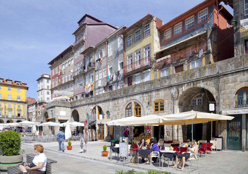 Cais_da_Ribeira,_Oporto,_Portugal,_2012-05-09,_DD_09.JPG