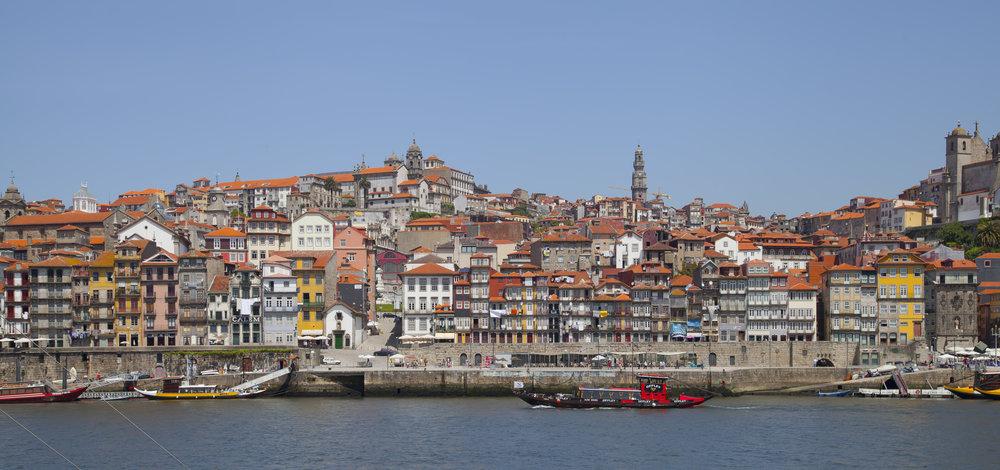 Cais_da_Ribeira,_Oporto,_Portugal,_2012-05-09,_DD_10.JPG