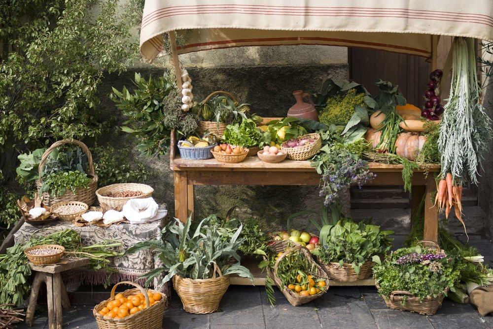 Medieval market stall selling fruit (farmers).jpg