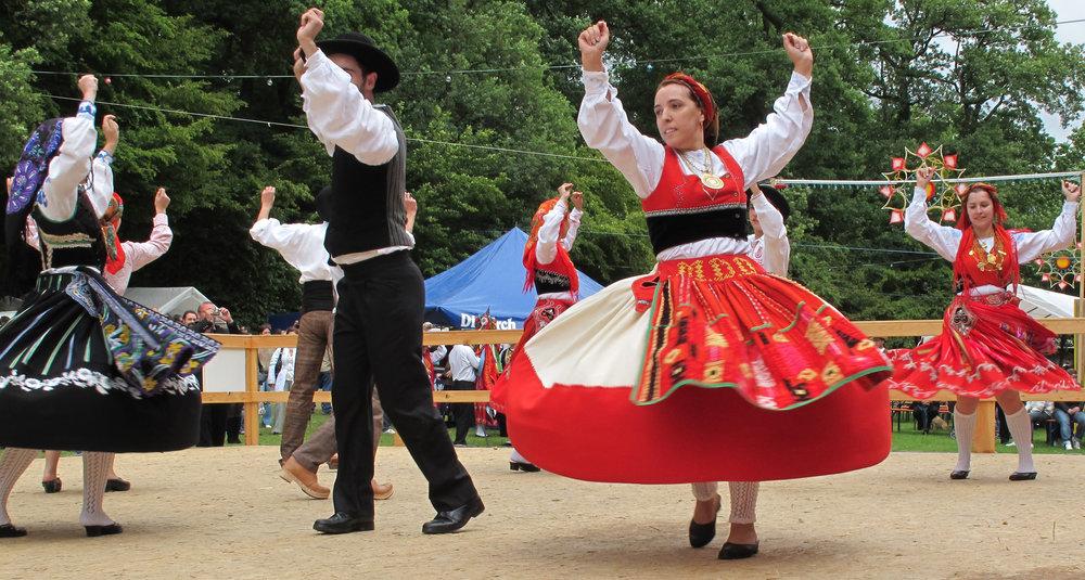 Portuguese_Fook_Dancing_in_Kockelscheuer,_Luxembourg.jpg