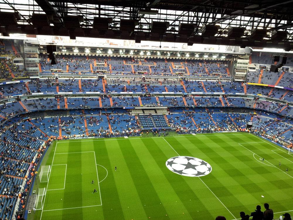 Santiago_Bernabéu_Stadium,_Real_Madrid_-_Borussia_Dortmund,_2013_-_02.jpg