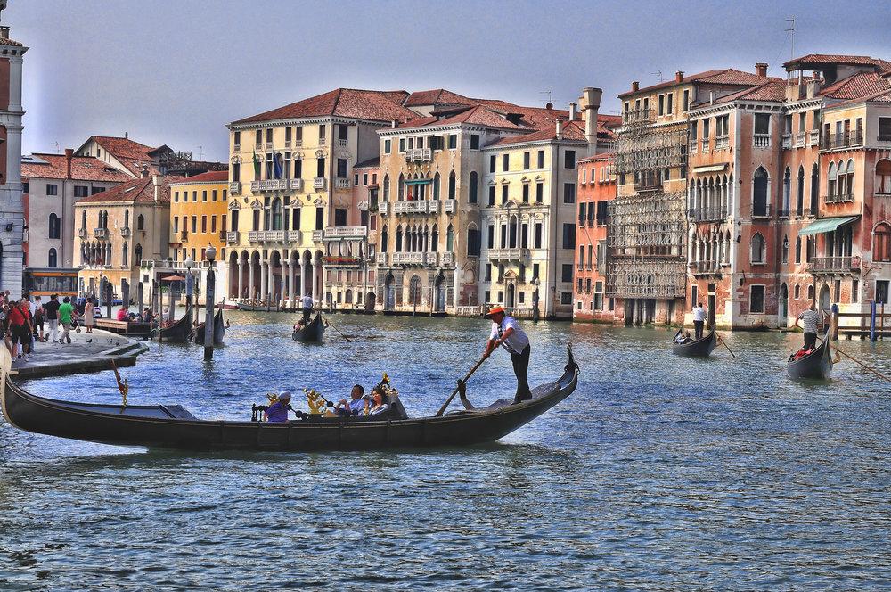 Hotel_Ca_Sagredo_-_Grand_Canal_-_Rialto_-_Venice_Italy_Venezia_-_Creative_Commons_by_gnuckx_(4965536379).jpg