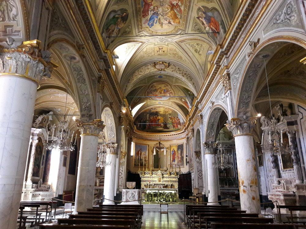 Portofino-chiesa_san_martino-navata_centrale.jpg