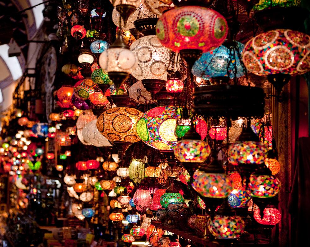 Lanterns_in_the_Grand_Bazaar.jpg