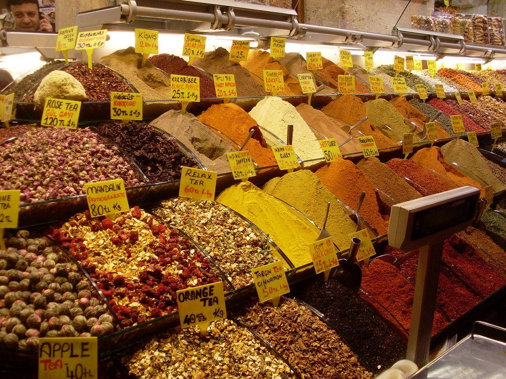 Mercado_de_las_especias,_Estambul,_Turquía,_abril_de_2011.JPG