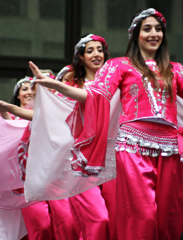 Row_of_Turkish_folk_dancers.jpg