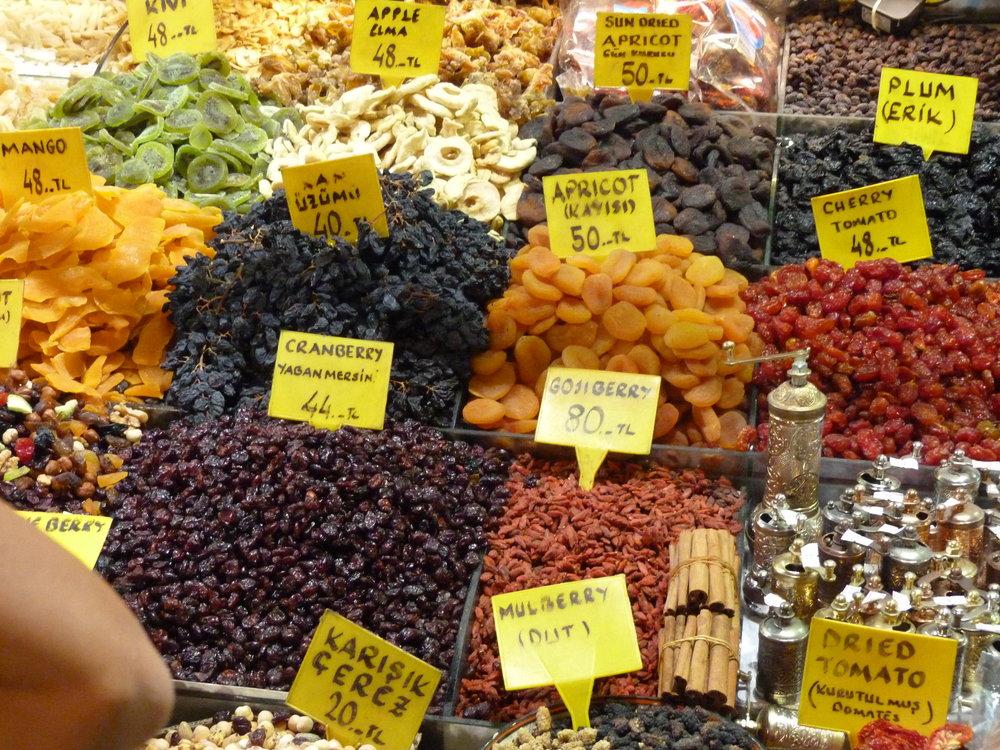 Spice_Bazaar,_Istanbul_-_2014.10.23_(13).JPG