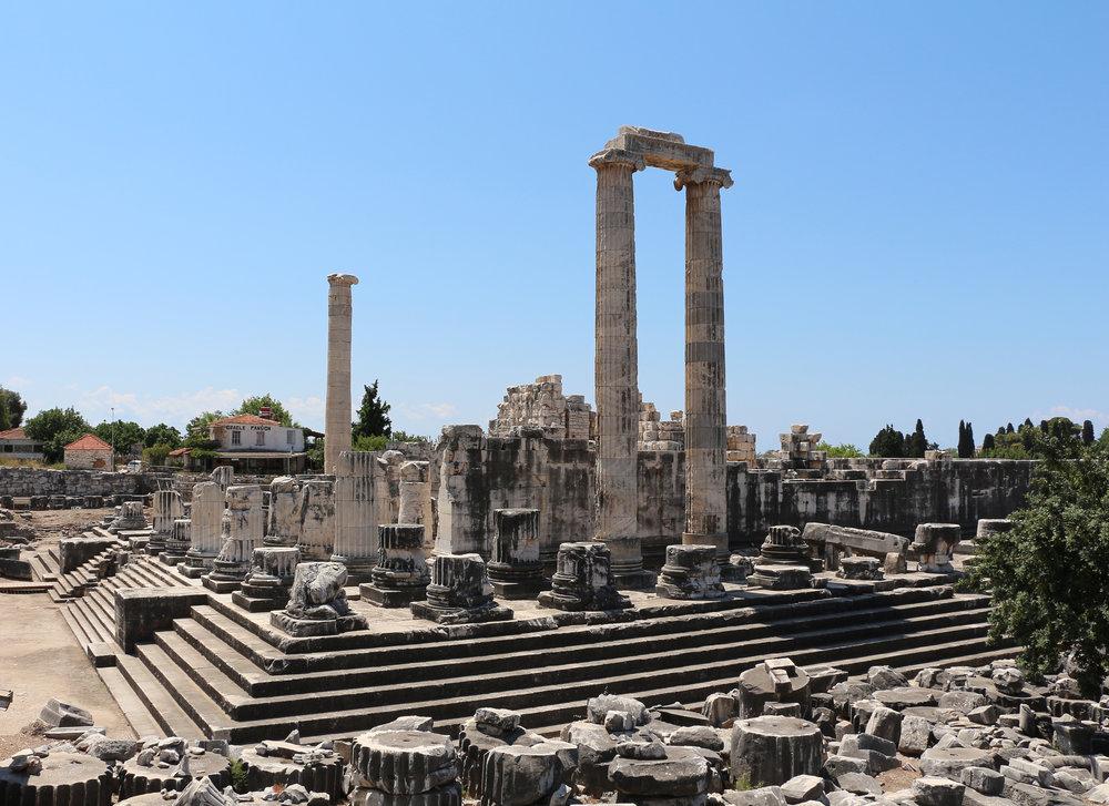 Temple_of_Apollo,_Didyma_02.jpg