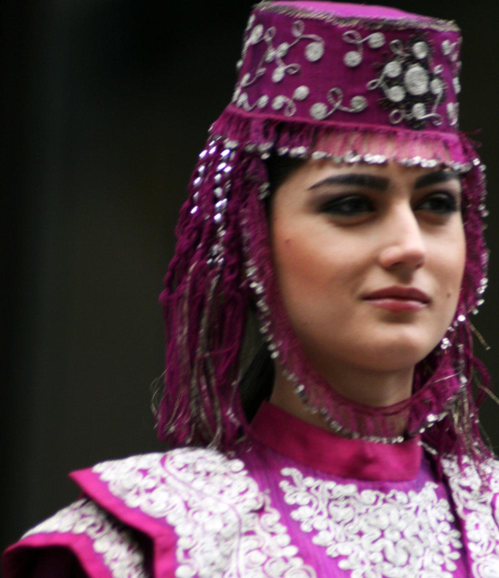 Turkish_woman_in_Ottoman_costume_13.jpg
