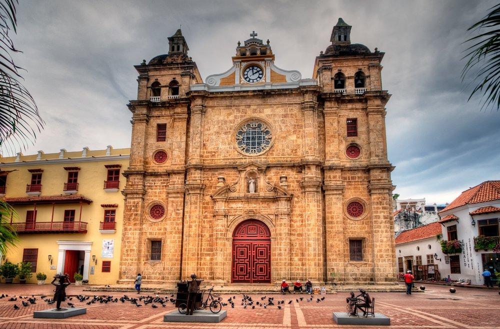 Iglesia_de_San_Pedro_Claver,_Cartagena,_Colombia_(4980511743).jpg