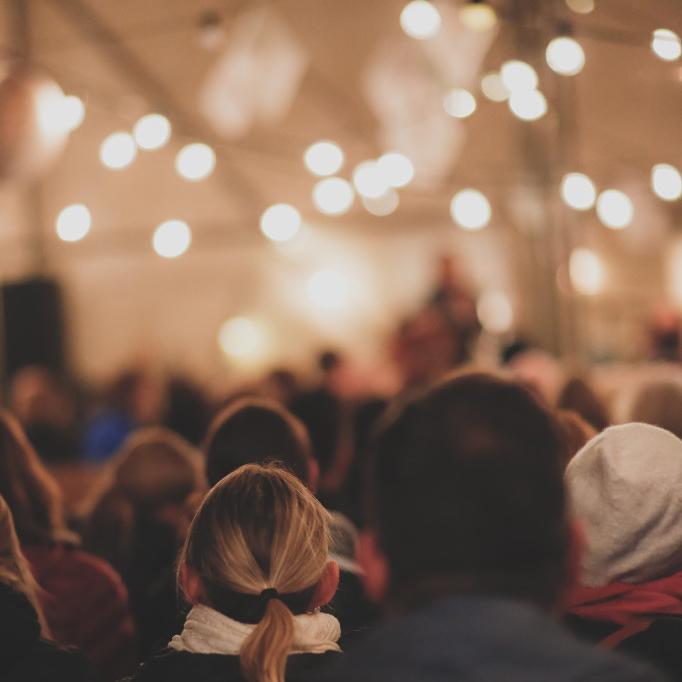 BAKGÅRD - En perfekt setting for små konserter,selskaper og markeder