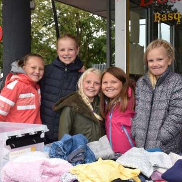 Takk for nok en flott dag sammen i Hamar sentrum på loppis!! Dere klarer alltid å lage god stemning, tross regn! ❤️🙏🏼❤️ foto: HA #hamarsentrum #loppisistrandgata
