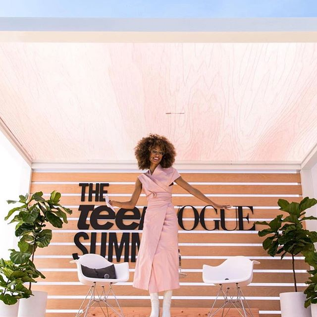 up on the blog now - @teenvogue: the activist's handbook none of us expected featuring a bunch of praise for the QUEEN editor @elainewelteroth + the amazing work she's done for TV. obvi, we're inspired by + motivated by pubs like this on the daily 💪💪💪 #girlpower