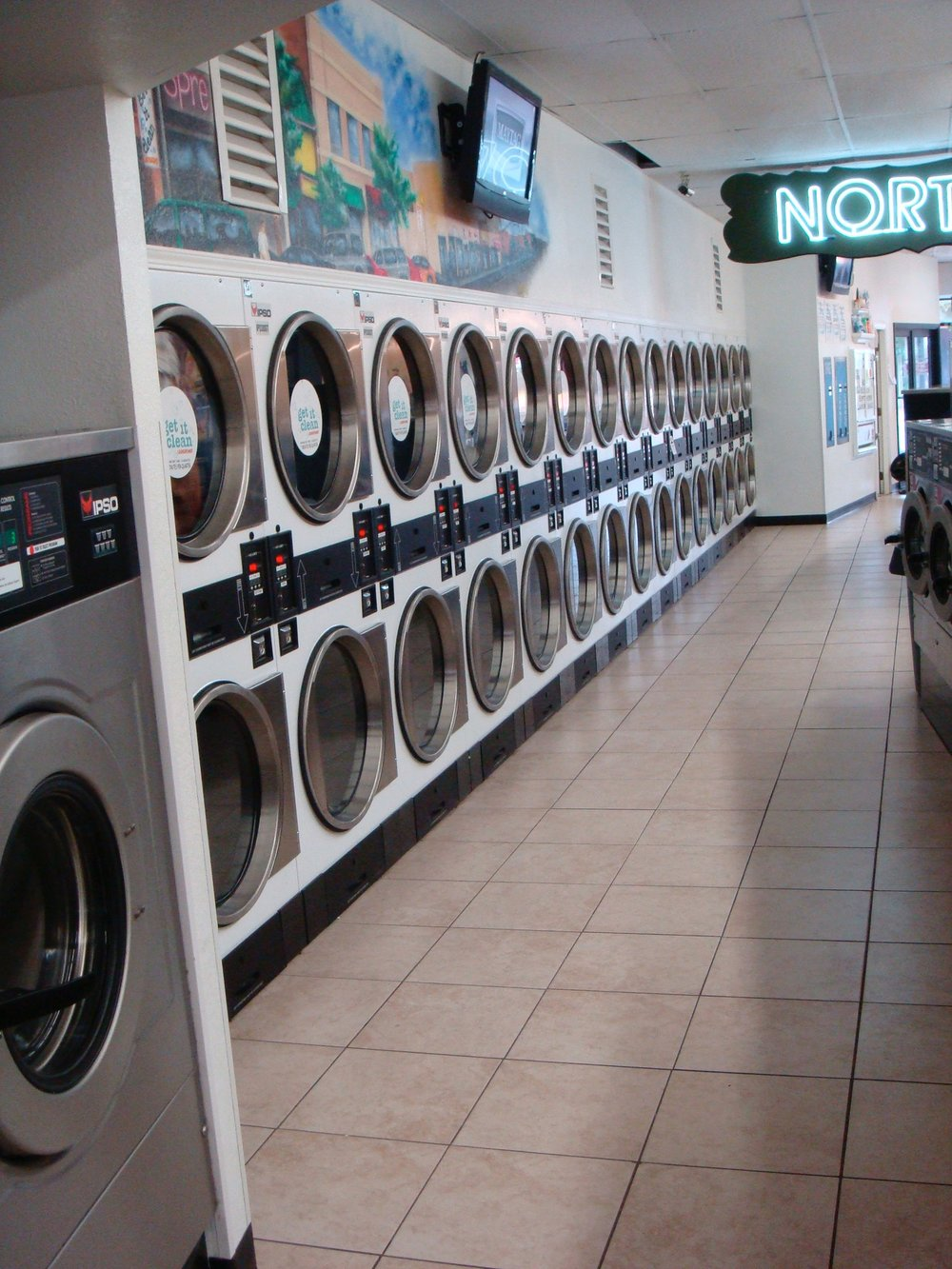 Diy self service get it clean laundry great place to do your laundry and to get some dry cleaning done laundry machines are always clean plenty of room to to fold clothes solutioingenieria Image collections