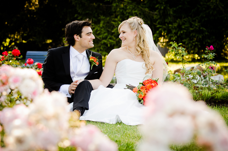montreal-park-jean-drapeau-outdoor-summer-wedding-bride-groom-flowers-montreal-photography