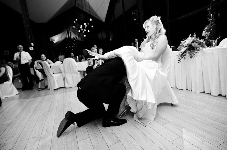 garter-montreal-reception-photographer-wedding-moments-candid-funny