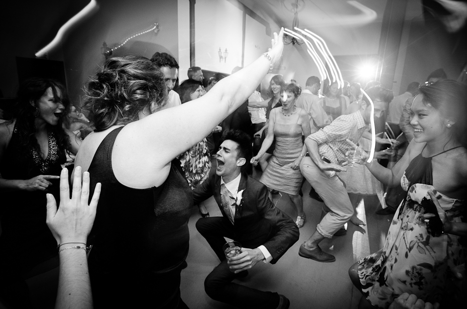 dancing-montreal-photographer-wedding-moments-au-vieux-moulin-rigaud-reception